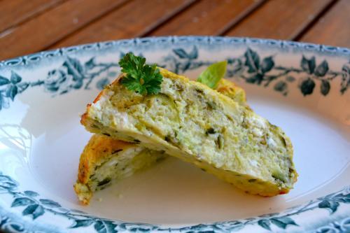 Cake de courgettes au fonio, feta et basilic